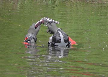 Divers find gun in Scugog River