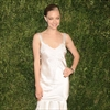 Amanda Seyfried doesn't want to be centre of attention at wedding-Image1