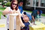 Helping hand for lemonade stand