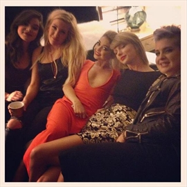 Sarah Hyland celebrates birthday with Taylor Swift -Image1