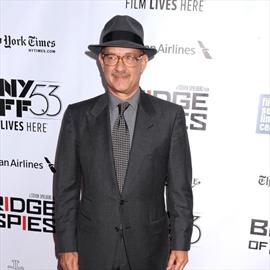 Tom Hanks supports addict son Chet-Image1