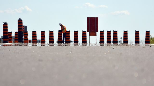Hwy. 404 extension opens