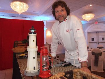 Celebrity chef raises funds for Orillia food bank
