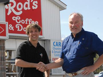 Rod's Esso in Innisfil pulls out the stops for 20th anniversary celebration