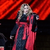 Madonna had 'full French kiss' with Michael Jackson-Image1