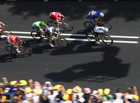 cavendish wins stage 6 of tour de france in mass sprint in montauban. Black Bedroom Furniture Sets. Home Design Ideas