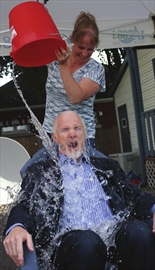 Smiths Falls aims to break national record in Ice Bucket Challenge– Image 1