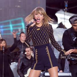 Taylor Swift can't imagine life without famous pals-Image1