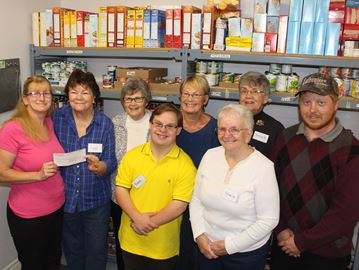 Clearview food bank benefits from golf tournament