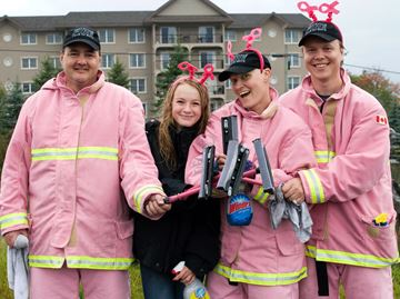 Local firefighters raise funds for CIBC Run for the Cure