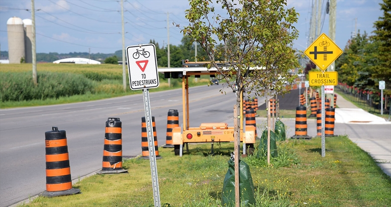WHAT'S GOING ON HERE?: Paved bike lane along Green Lane in East Gwillimbury
