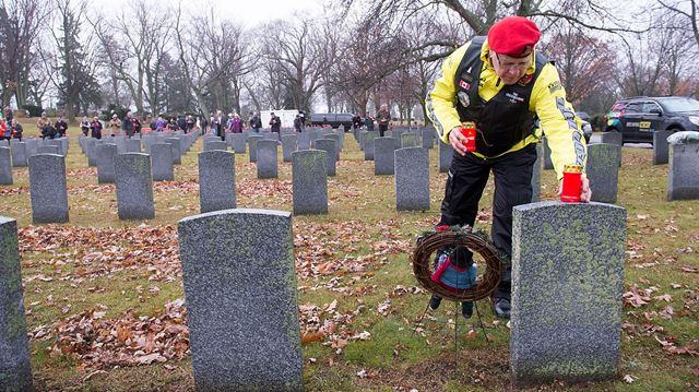 Fallen soldiers honoured on Christmas eve