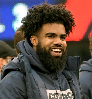 0b1d42f54 Ezekiel Elliott will pay for the funeral of East St. Louis football star