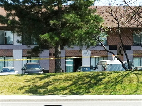 bomb squad called after body found in motel. Black Bedroom Furniture Sets. Home Design Ideas