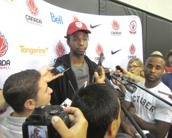 Wiggins surrounded in media scrum
