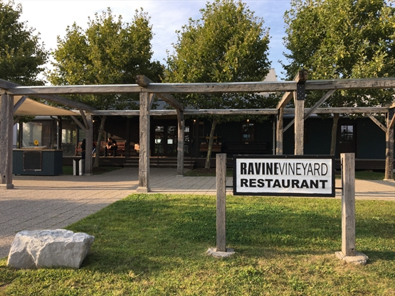 Review Ravine Vineyard Restaurant Thespec Com