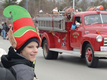Santa parade raises Innisfil's holiday spirit