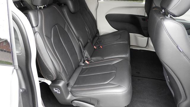 chrysler pacifica takes the minivan upmarket. Black Bedroom Furniture Sets. Home Design Ideas