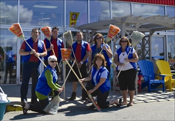 Perth Home Hardware donates 50 brooms for beautification effort– Image 1