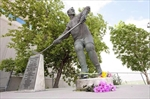 Statue will be resting place for Howe's ashes-Image1