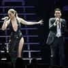Jennifer Lopez surprises Marc Anthony on stage-Image1