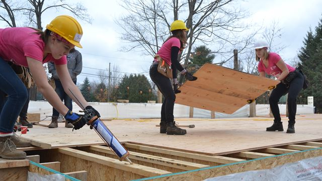 YWCA GIRLS HELP BUILD HABITAT HOME IN MUSKOKA