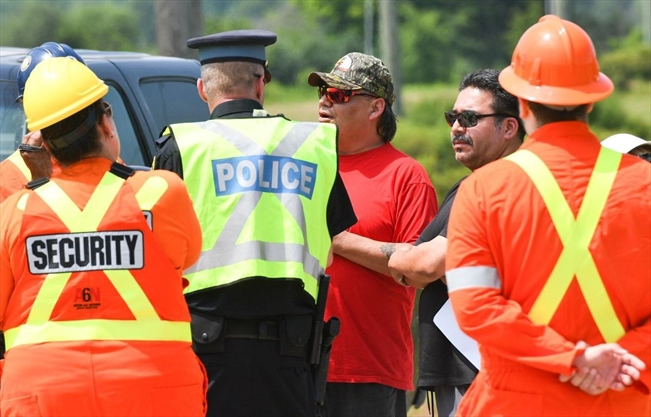 Six Nations: Hydro One secures court order to bar Indigenous protesters from Caledonia work site