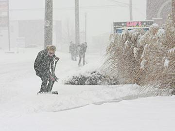 Snow squalls on the way to north Niagara