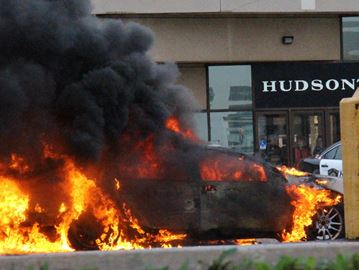 No one injured in Oakville Place car fire