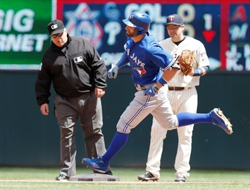 Dozier's RBI triple lifts Twins in 3-2 win over Blue Jays-Image1