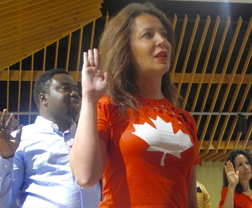 25 people become Canadian citizens during Niagara Falls ceremony