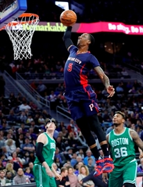 Late 5-point possession lifts Celtics over Pistons 104-98-Image2