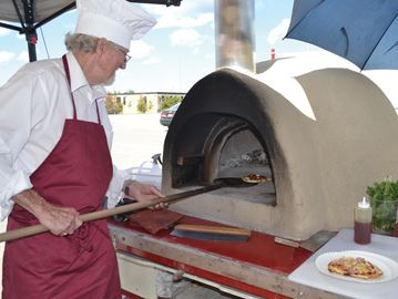 Portable pizza oven brings more flavor to Innisfil Farmers' Market