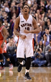 DeRozan has 42 points as Raptors beat Rockets-Image1