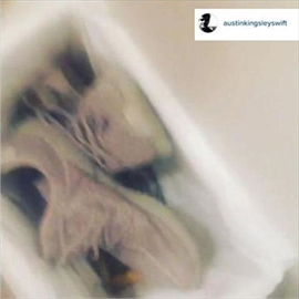Taylor Swift's brother dumps Yeezy sneakers after Kanye West diss-Image1