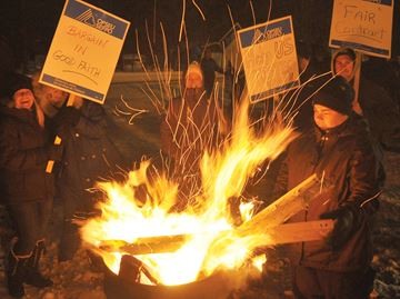 Jail workers picket in Penetanguishene