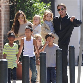 Brad Pitt and Angelina Jolie fly kids' friends over when they're away from home-Image1