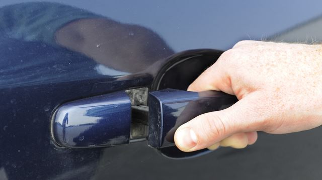 Thieves targeting unlocked vehicles in Oakville: police
