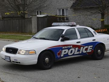 Intruder steals chainsaws and raids fridge for beer during Oakville break-in