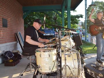 Heartbeats show band performs in Stittsville