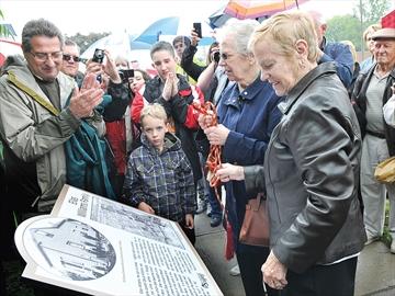 Unveiling heritage plaques in Scugog