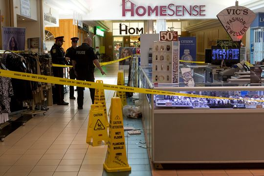 Man Cave Store Dixie Mall : Jewelry store inside rockwood mall robbed by armed man