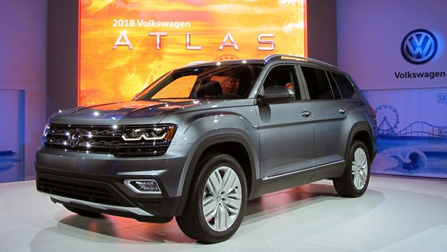volkswagen atlas suv 2018 doesn t shrug on size. Black Bedroom Furniture Sets. Home Design Ideas