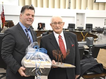 Former Barrie mayor Ross Archer honored