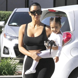 Kim Kardashian West: North loves selfies-Image1