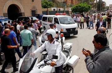 Bomb, shooting in Egypt kills 2 police officers-Image1