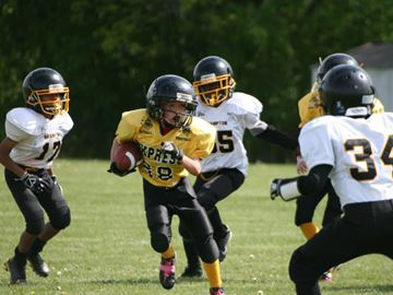 Plaunt kicks off atom team's football season in Beeton