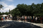 Greeks struggle with daily grind as foreigners head to beach-Image1