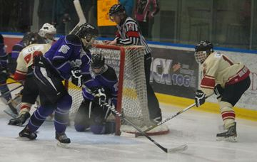 The Orillia Terriers scored five power-play goals on Saturday at Rotary Place, en route to a decisive 8-3 win over the first place Penetang Kings in Georgian Bay Mid-Ontario Junior C Hockey League action. Jake Shaw, Ryan Tucci and Marty Lawlor scored two goals each in pacing Orillia to the win.