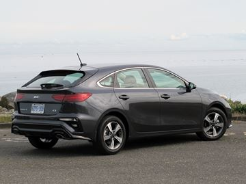 The hatchback styling of the 2020 Kia Forte5 blends the rear liftgate into the body for an almost coupe-like look.